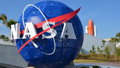 Nasa-Logo-Statue