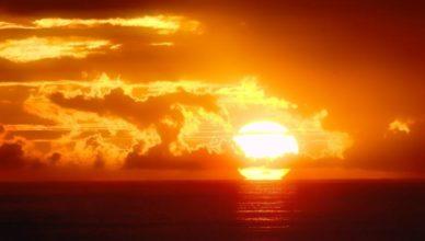 Tanda Matahari Mengitari Bumi